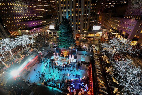 Miles de personas se reunieron en el corazón de Manhattan para en...