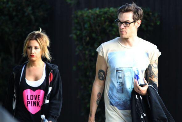 """Ashley Tisdale y su novio se ven un """"poquito"""" aburridos. &ique..."""