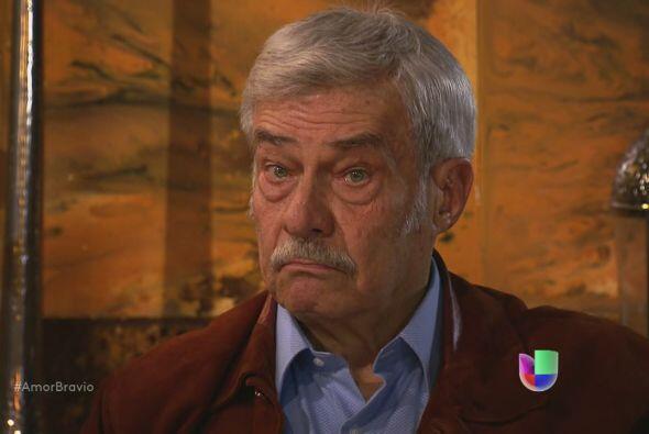 Mariano le dice a su padre que dejarán en un par de días B...
