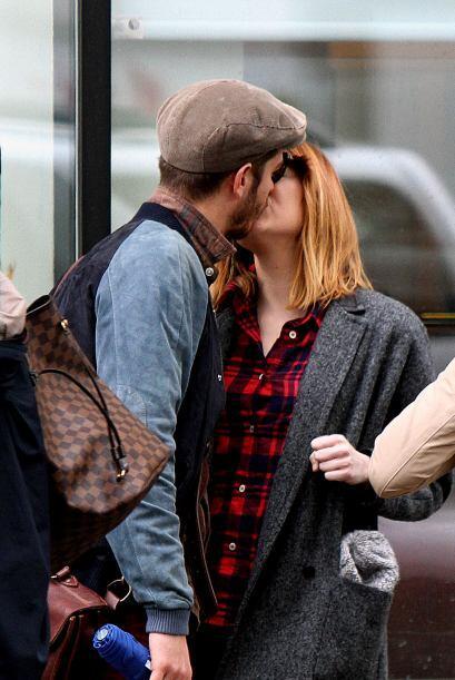 Con este tremendo beso no cabe duda de que la pareja está más enamorada...
