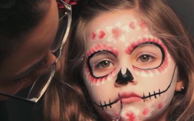 Aprende paso a paso cómo maquillar este Halloween a tu hija