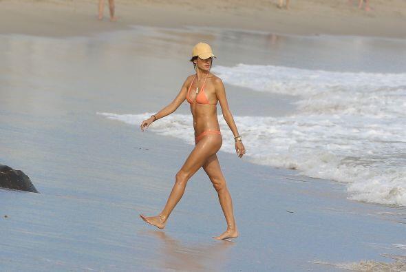 La súper modelo se corona como la reina del verano por presumir s...