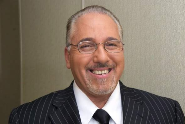 Paul olivera, de padres cubanos siempre es confundido con Emilio Estefan.
