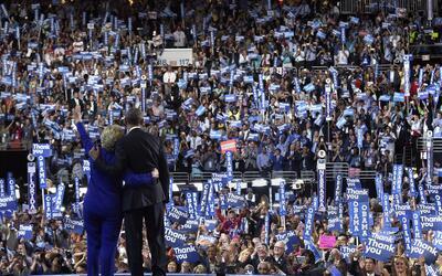 Obama y Clinton en la convención demócrata de Filadelfia.