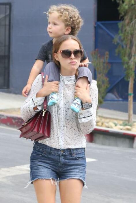 Es una actriz joven y saludable, pero el peso de su bebé de 3 años fue d...