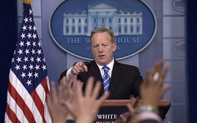 El secretario de prensa Sean Spicer en su briefing de este martes en la...