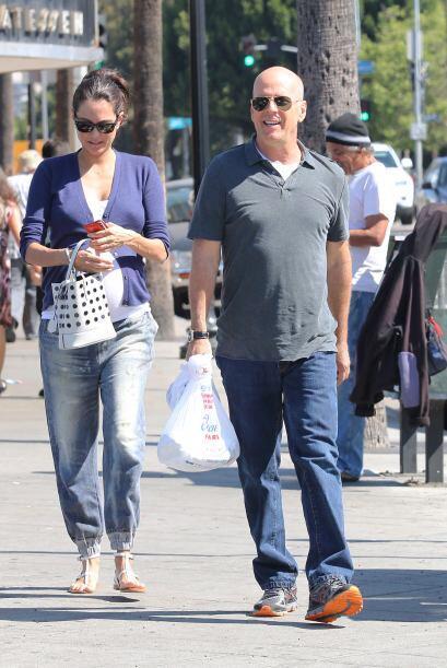 Willis tiene tres hijos con su ex esposa Demi Moore.Más videos de Chisme...