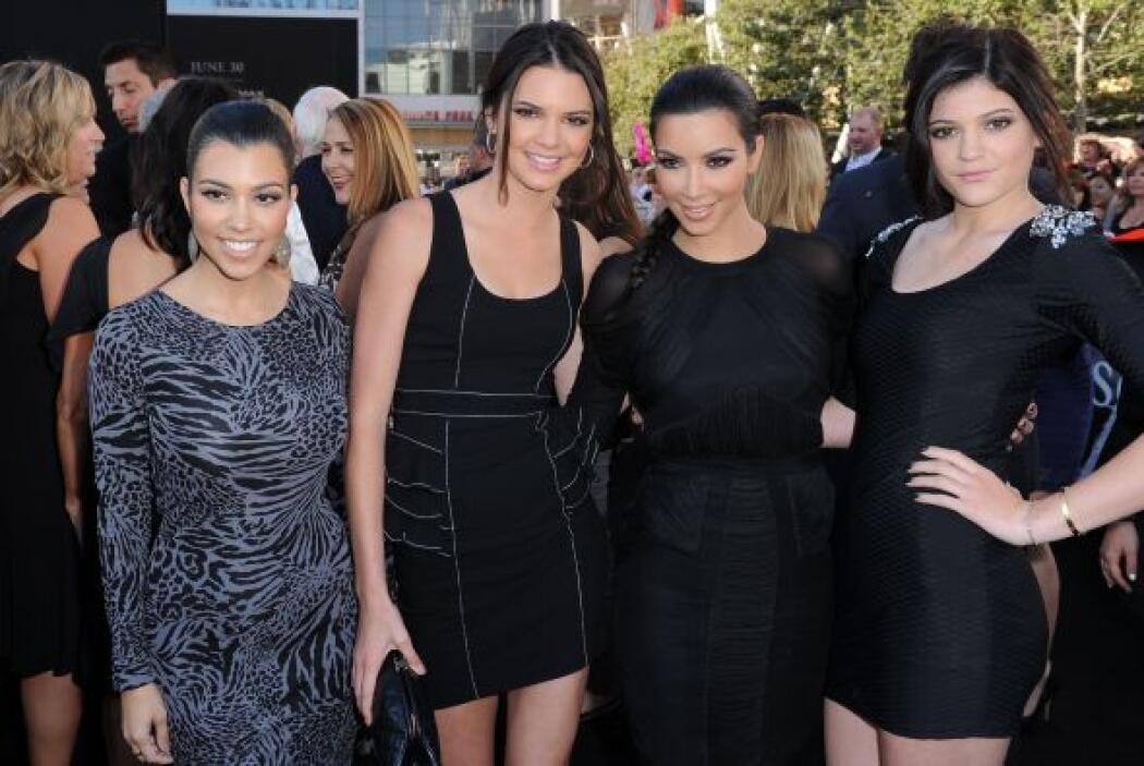 Y les da un buen ejemplo a sus hermanas menores, Kendall y Kylie. Mira a...
