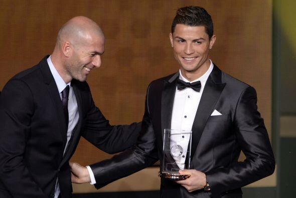 Cristiano recibió el galardón como parte del equipo ideal...