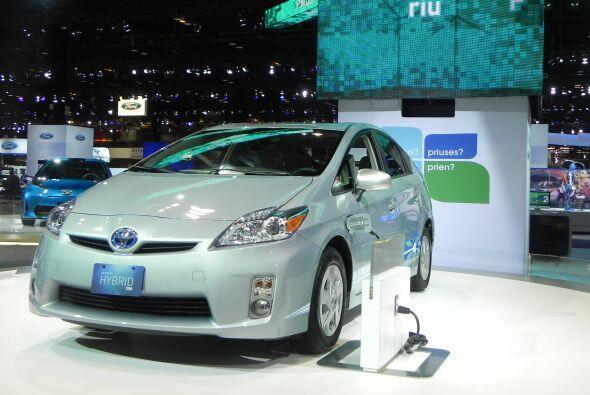 Esta versión permite el uso combiando de un motor de gasolina y uno eléc...