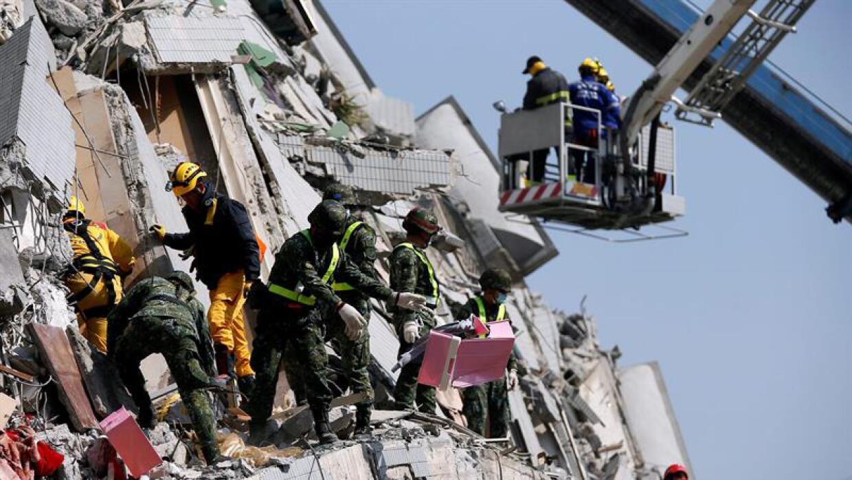Equipos de rescate, a marchas forzadas.