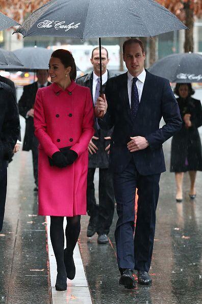 La lluvia ni la creciente pancita impidió que la duquesa siguiera...