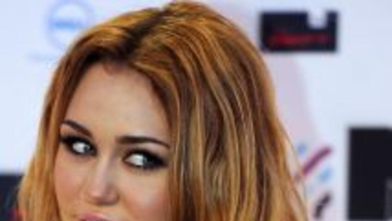 En la entrega de los MTV europeos, la cantante dejó al descubierto el ta...
