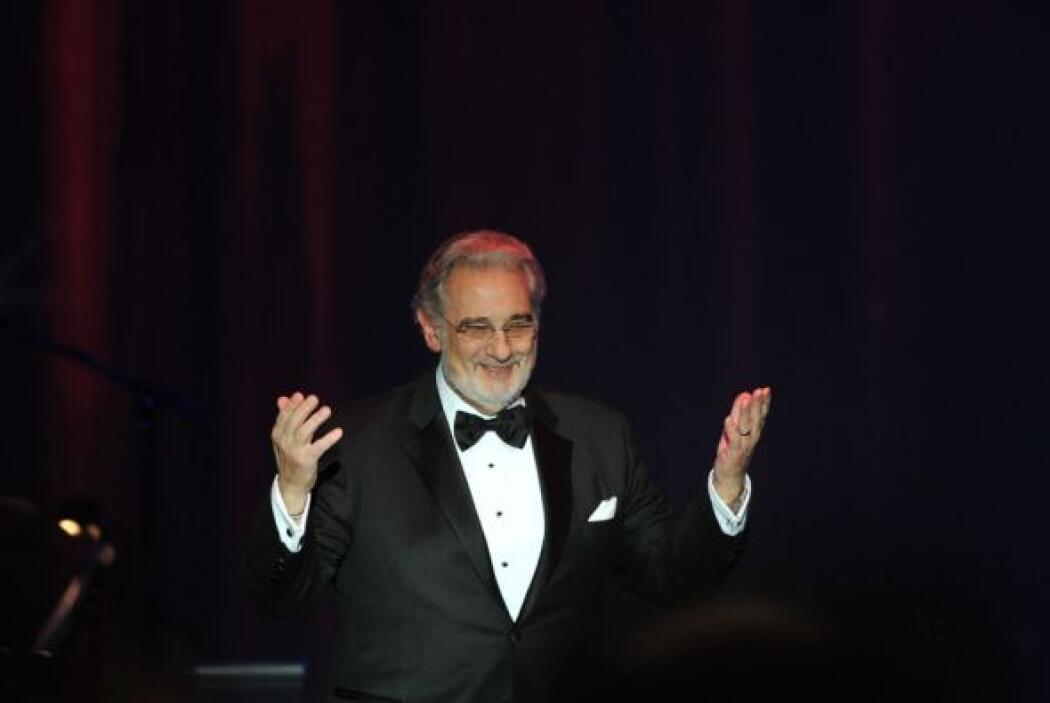 Plácido Domingo fue reconocido como Persona del Año 2010 de La Academia...