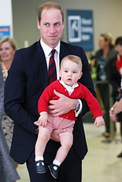 No dudamos que cuando George crezca será todo un galán como su padre.Más...