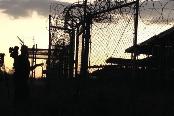En la madrugada en la base de  Guantánamo. Es sólo una par...