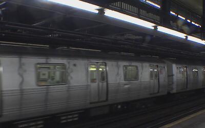 Crece la amenaza de huelga de los trabajadores de la MTA, que afectaría...
