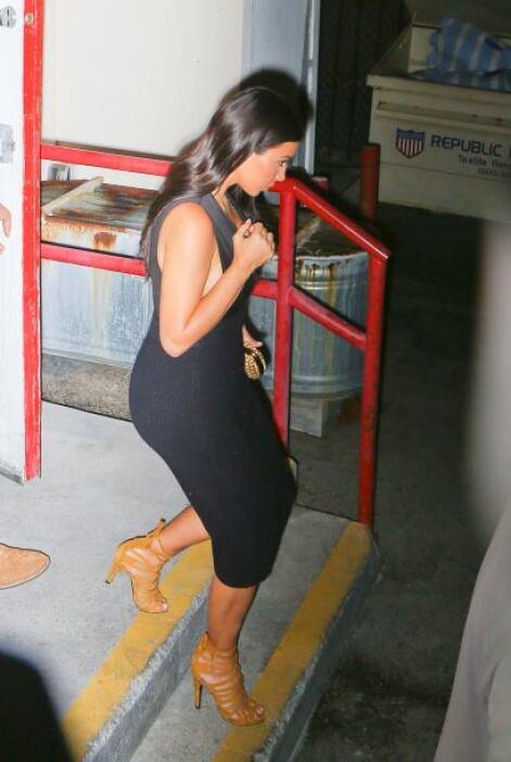 Y Kim aprovechó para consentir a su pareja, ya que vistió un outfit negr...