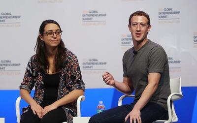 Mariana Costa junto a Mark Zuckerberg en junio en la del Global Entrepre...