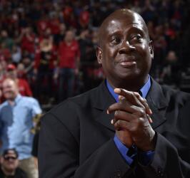 Los Rockets de Houston le rindieron un homenaje al exbasquebolista venez...