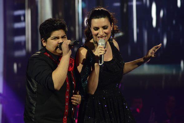 """Laura Pausini y Stephanie Guzmán interpretaron juntas el clásico """"Se fue""""."""