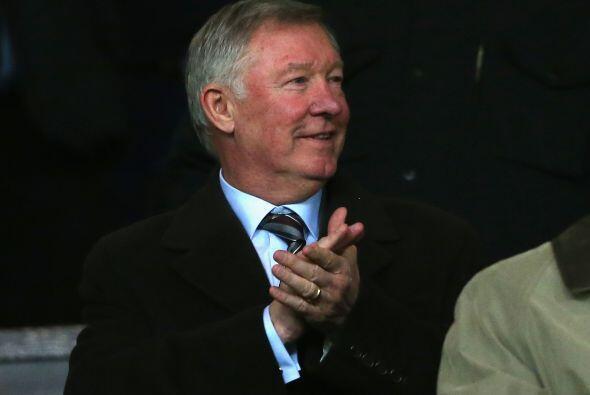 Sir Alex Ferguson asistió a ver al equipo que dejó campeón el año pasado.