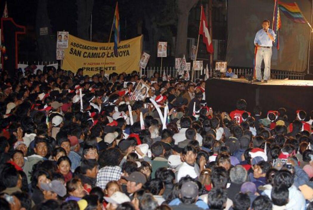 Los candidatos que aspiran a la silla presidencial de Perú concretaron t...