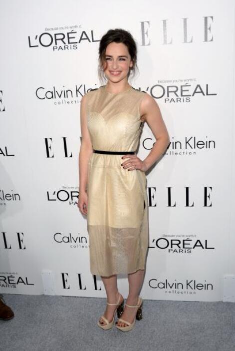 Emilia Clarke deslumbró con este vestido con trasparencias de Calvin Klein.
