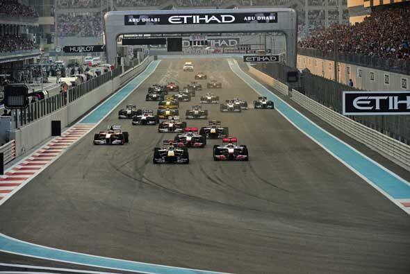 Y ahí van los 24 bólidos para la última carrera del 2010. Vettel aprovec...