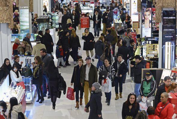 Millones de personas se dieron cita en las tiendas.