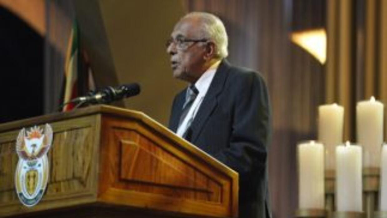 El antiguo compañero de armas de Nelson Mandela, Ahmed Kathrada, dio un...