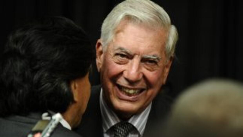 """Vargas Llosa dice que Gobierno argentino está """"corroído por la corrupción"""""""