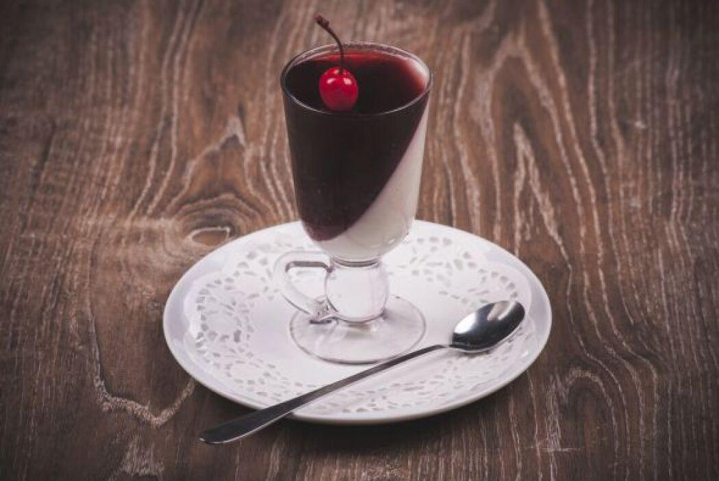 Esta receta puede tener variantes, como el hacer la gelatina de fresa, c...