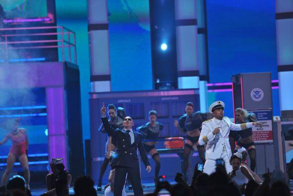 'International Love' fue uno de los temas más ovacionados de la noche.