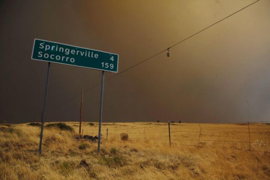 Los bomberos expresaron preocupación de que la fuerza de los vientos al...