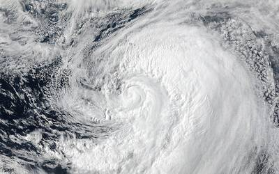 El Papa insta a no usar una 'lengua de víbora' huracanes_NASA.NOAA.Jeff%...
