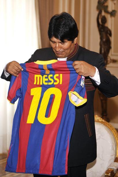 Ocurre que Messi nunca donó el uniforme, sin embargo Morales dijo...