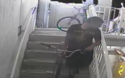 Imponen fianza de 10.000 dólares a un joven por vandalizar extinguidores...