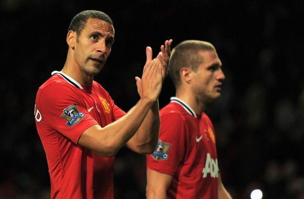 Ferdinand aplaudió a los hinchas al retirarse del partido.