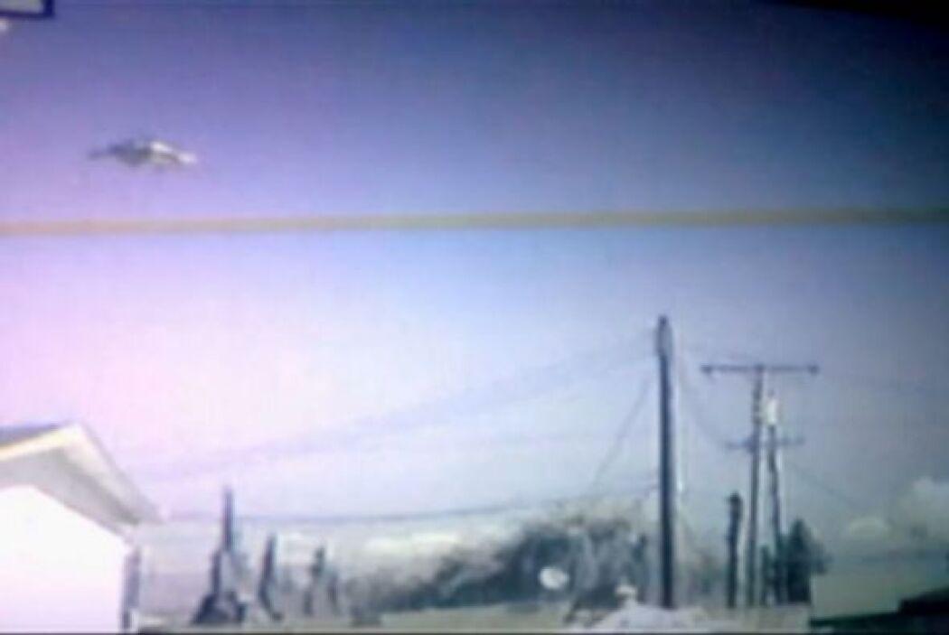 La cámara de seguridad de la casa de Jim Velasco, en California captó es...