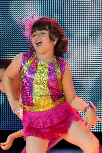 Karlita tiene un gran carisma y gracia en el escenario,