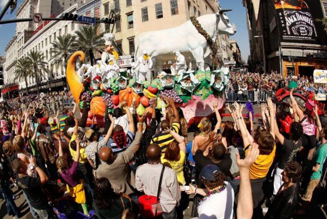 Semanas antes se organizan desfiles diarios por toda la ciudad a manos d...