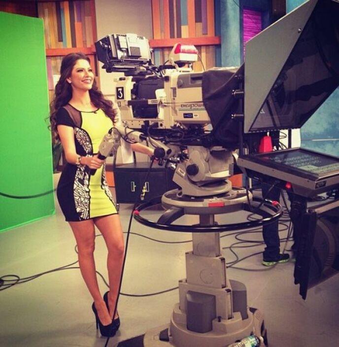 """""""¡¡¡Qué tal!! Hoy como camarógrafa en @DespiertaAmericaTV"""", compartió An..."""