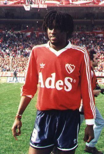 Alveiro Usuriaga era un talentoso delantero colombiano que llamaba la at...