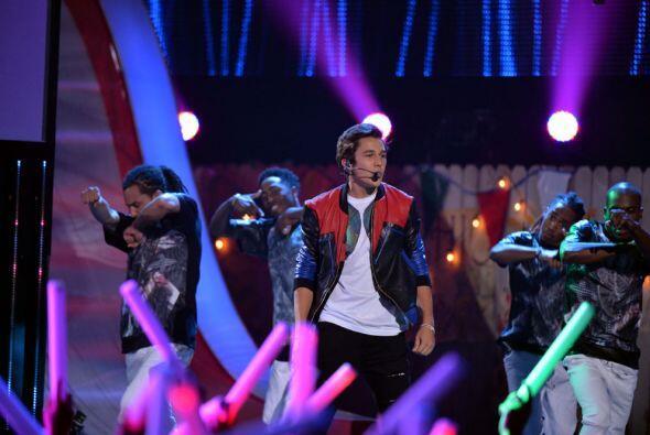 Además, el cantante estuvo acompañado por Austin Mahone, con quien cantó...