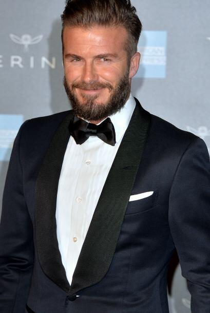 Victoria no podía de ir sin su amado y atractivo esposo David Beckham, é...