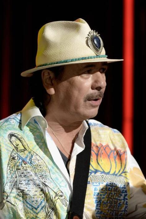 Cada que realiza un concierto en México, Santana se da oportunidad de pe...