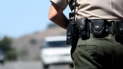 Una fiscal de San Diego se disparó a si misma este jueves mientras un of...