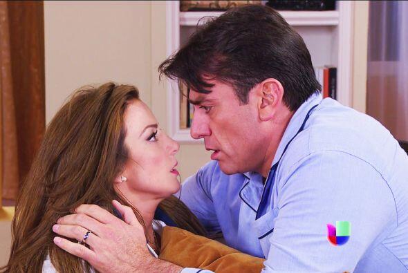 ¡Qué románticos Ana y Fernando! Ya no se hagan, el amor los trae de un ala.