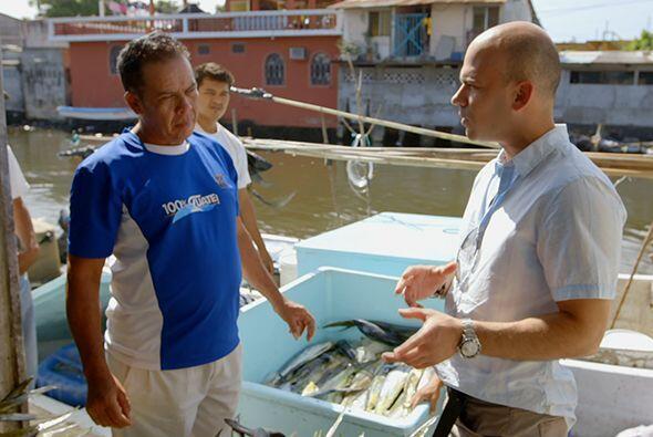 Ya en el puerto de San José, el doctor Juan se encontró co...